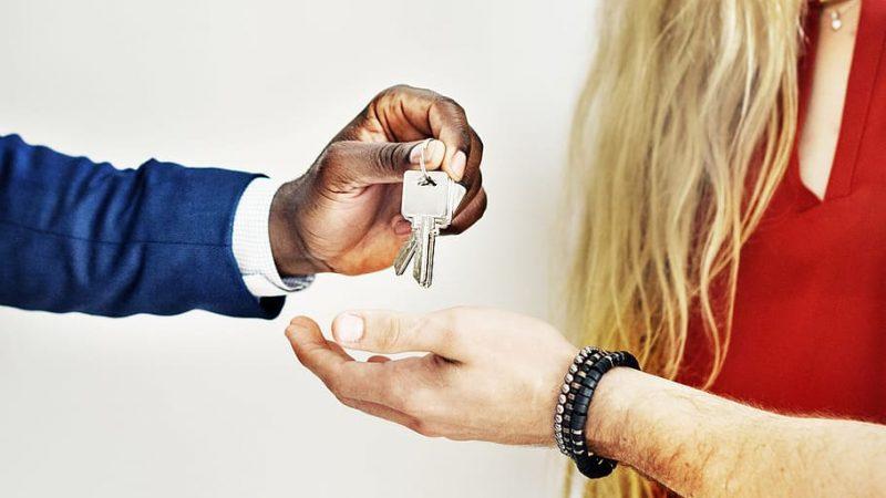 Quel courtier immobilier choisir pour faire des économies ?
